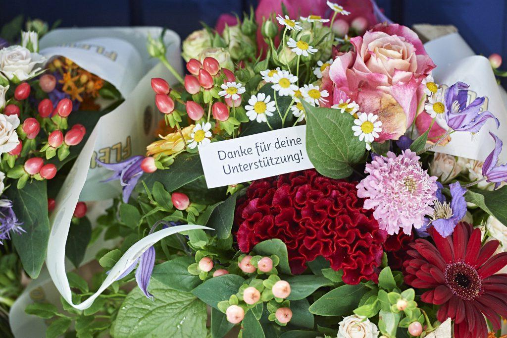 Blumenstrauß mit persönlichem Dank, ©Yves Sucksdorff