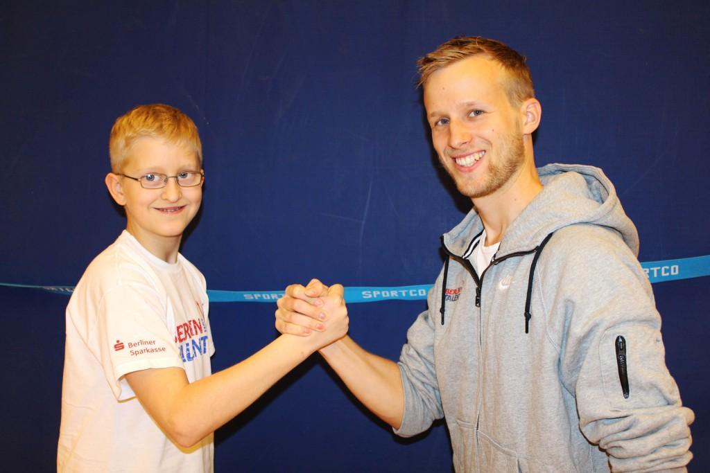Alexander Kräge und sein Trainer Marcel Werner vom Sport-Gesundheitspark Berlin e.V. (Foto: LSB/Schulte)