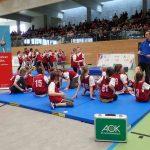 Kinder erhalten eine Einführung im Judo