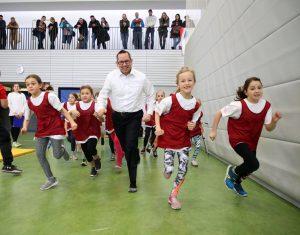 Bezirksbürgermeister Oliver Igel aktiv bei der Talentiade