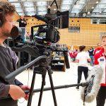 Nachwuchssportler wird interviewt