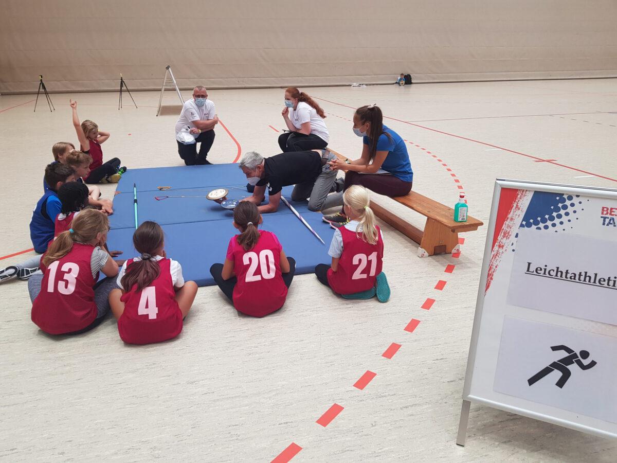Ein kleines Leichtathletik-Seminar für die Kinder
