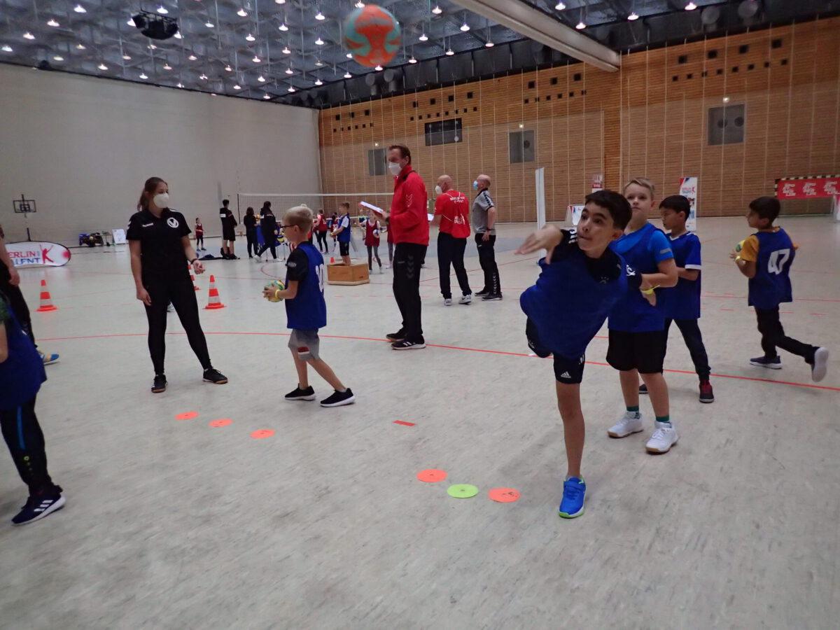 Handball Zielwürfe auf das Tor
